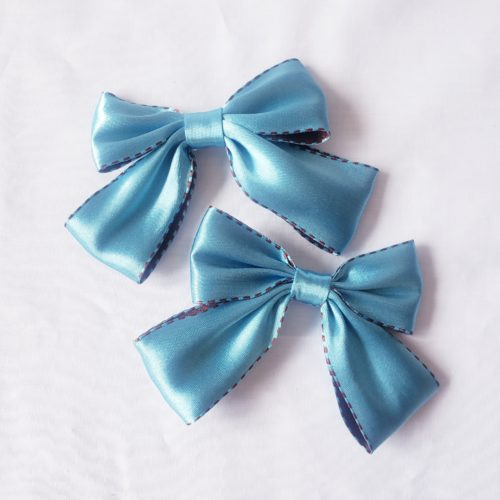 blue bow hair pin