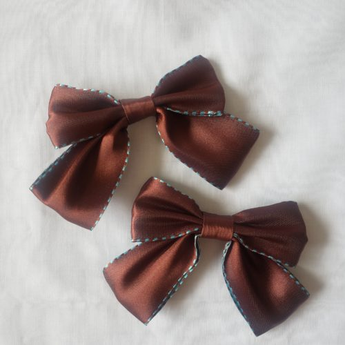 brown bow hair pin